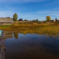 Вид на деревню с озера