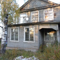 Дом с серпом и молотом, фрагмент
