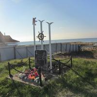 Памятник рыбакам Сторожно, другой ракурс