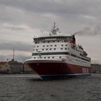 Паром идет из Хельсинки в Таллинн