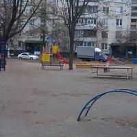 Детская площадка во дворе домов по проспекту Тракторостроителей, 162.