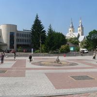 Площа Народна. Сонячний годинник.