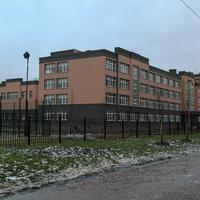 Школа № 604 на улице Изборской