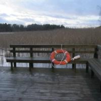 Киркконумми.Залив Эспоонлахти деревянным помостом