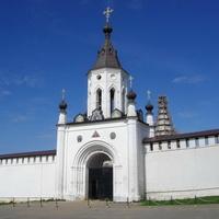 Старица, Успенский мужской монастырь, надвратная церковь