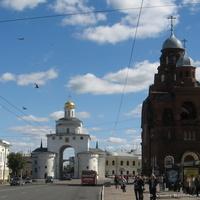 Владимир. Церковь Троицы Живоначальной и Золотые ворота