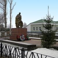 Братская могила 814 советских воинов