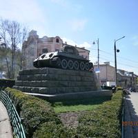 Танк екіпажу гвардії лейтенанта Нікітіна П.Ф.,що звільняв місто від німецько-фашистських загарбників.