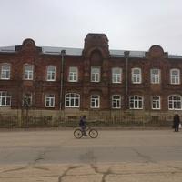 Памятник архитектуры - бывш. жилой дом купца Н. Ф. Киселёва (сейчас - Талдомская детская библиотека) (1907)