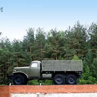 Памятник водителю-воину на окраине села  Ржавец