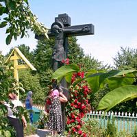 Могила иеросхимонаха Иоанна в Курской Коренной пустыни