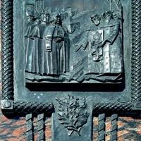 Памятник на Знаменской площади в честь обретения иконы «Знамение»