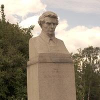 Памятник математику Николаю Ивановичу Лобачевскому