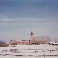 Вид на заброшенный монастырь в селе Радовицы. 90-е годы