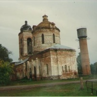 Заброшенный Покровский храм в с. Пустоша. Вид с юго-востока. 1993г.