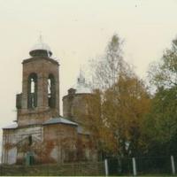 Восстанавливаемый Покровский храм в с. Пустоша. Вид с юго-запада. 1996г.