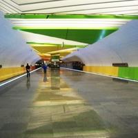 Вестибюль станции метро Лермонтовский проспект.