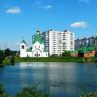 Всехсвятская и Крестильная церкви у Суздальского пруда в Новокосино.