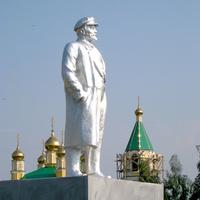 Памятник В.И.Ленину в селе Зуевка