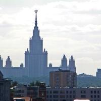 Главное здание МГУ (вид с Моста Богдана Хмельницкого. Расстояние около 5000 м).