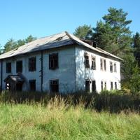 Жилое здание центральной части поселка.