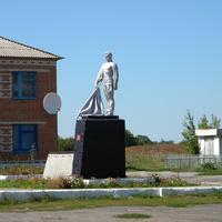 Братская могила 2 советских воинов