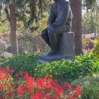 Чернигов. Памятник Коцюбинскому.