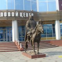 Статуя воина хишигтэна (гвардейца) в Улан-Удэ