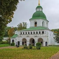 Новгород-Северский. Надвратная колокольня.