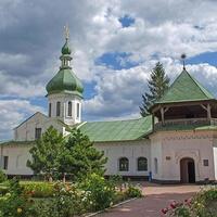 Новгород-Северский. Палатный корпус с Петропавловской церковью.