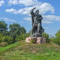 Новгород-Северский. Памятник Бояну.