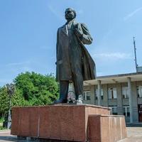 Новгород-Северский. Памятник Ленину (пока целый).