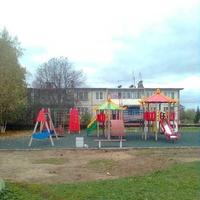 Новая детская площадка на Футбольной улице