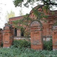 Ограда  церкви Флора и Лавра в с. Суворотском