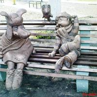 """""""КГЭС""""-статуи ЖКХ, кот с собачкой"""