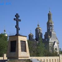Памятник казакам-основателям Невинки у храма Покрова Пресвятой Богородицы
