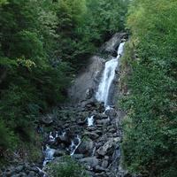 Молочный водопад, на одноименной реке, впадающей в озеро Рица (4 сентября 2010 года)