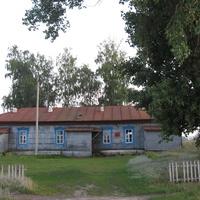 Бывшая школа Поляны.