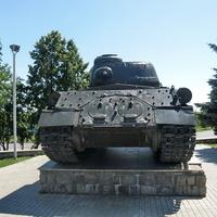 у памятника Победы