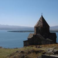Полуостров Севан. Старая церковь.