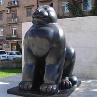 "Ереван. Скульптура ""Кот""."