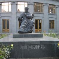 Ереван. Памятник Араму Хачатуряну.