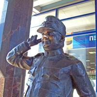 """Памятник """"Бравому солдату Швейку"""" на Балканской площади возле метро Купчино"""