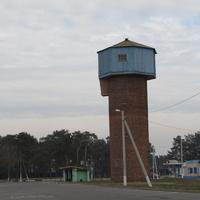 Большевик, водонапорная башня на центральной площади поселка