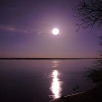 Ночная Волга у поселка Цаган-Аман. Луна
