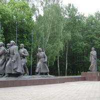 Монумент в честь матери-патриотки (вид с права)
