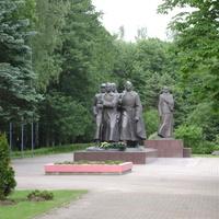 Монумент в честь матери-патриотки (вид с переди)