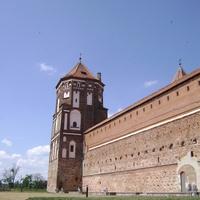 Мирский замок, вид слева