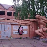 Пам'ятник у Петрушині; 16.05.2016 14:16