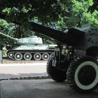 Боевая техника в сквере Победы